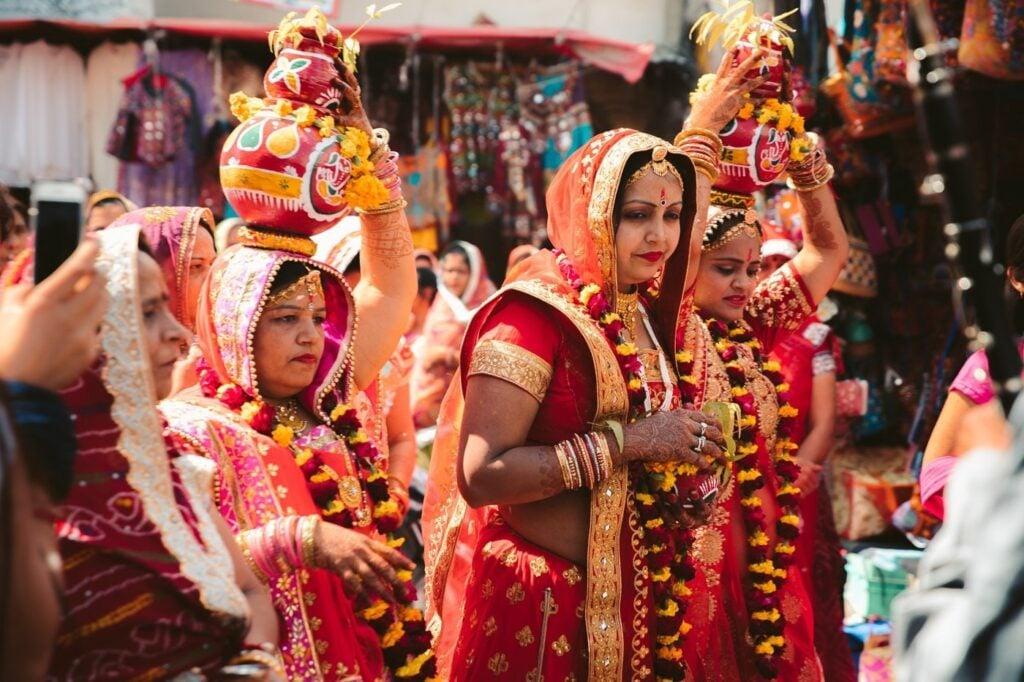 HINDU WOMEN IN INDIA