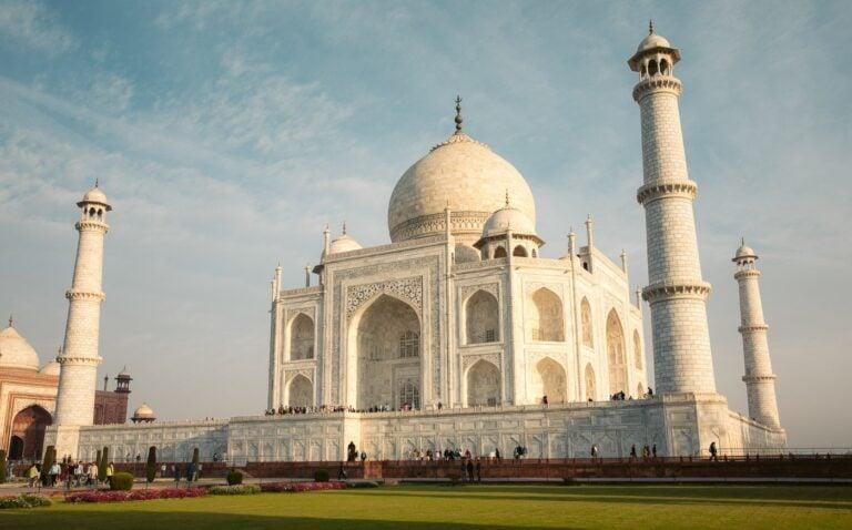 TAJ MAHAL, THE CROWN PALACE IN AGRA INDIA