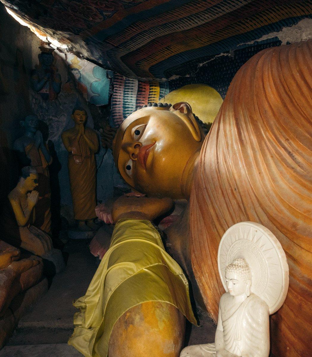 BUDDHIST STATUE AT BAMBARAGALA TEMPLE NEAR KANDY, SRI LANKA