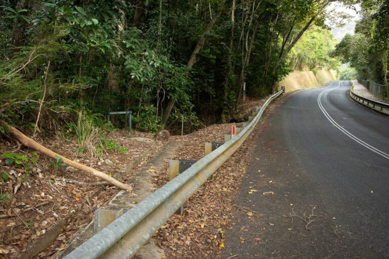 START OF SMITHS TRACK ON STONEY CREEK ROAD