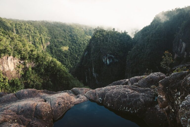TULLY GORGE WATERFALL LOOKOUT INFINITY POOL