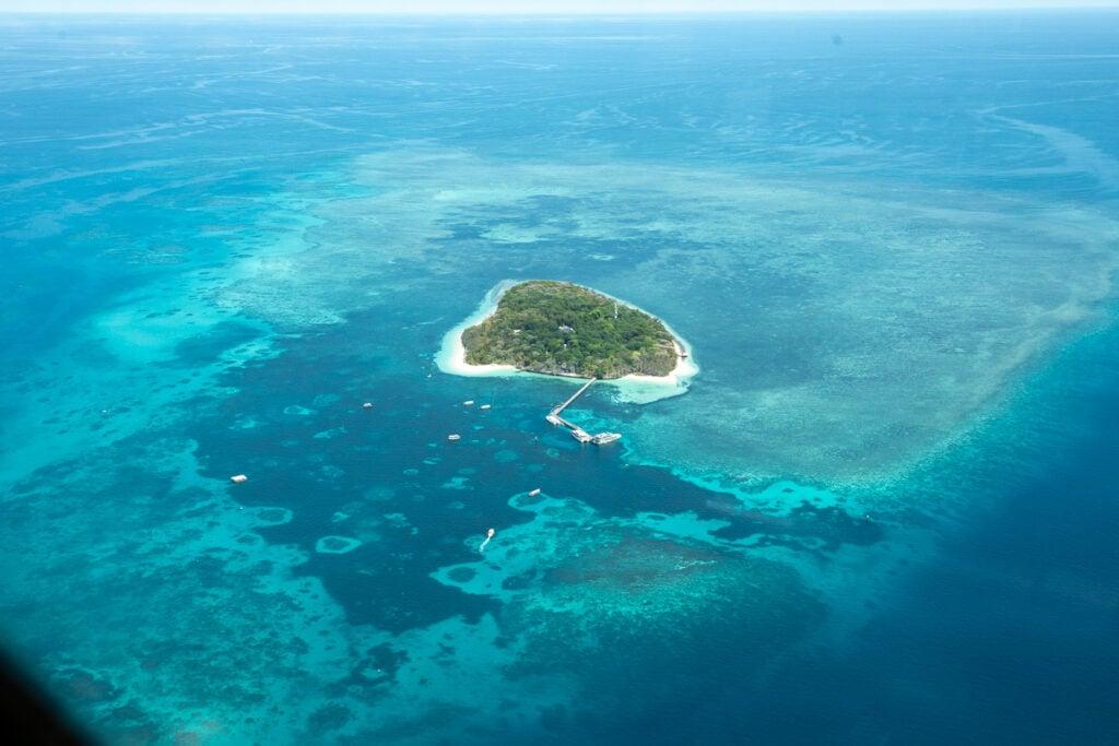 GREEN ISLAND OFF CAIRNS, SCENIC FLIGHT