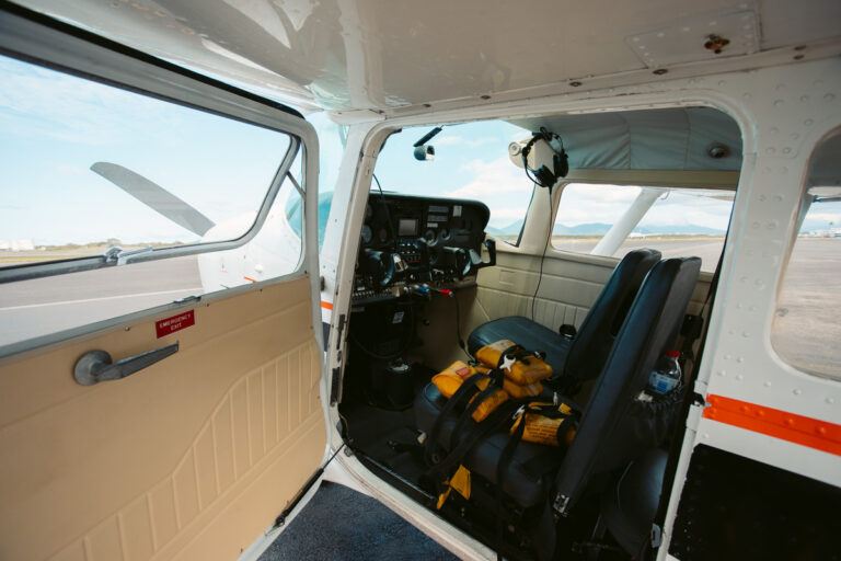 SMALL SIX SEATER REEF HOPPER PLANE