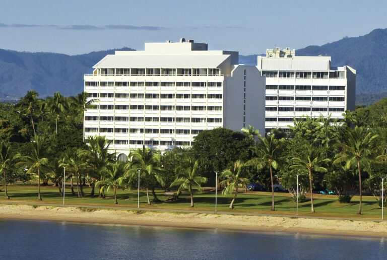 WHERE TO STAY IN CAIRNS, CAIRNS HARBOURSIDE ACCOMMODATION