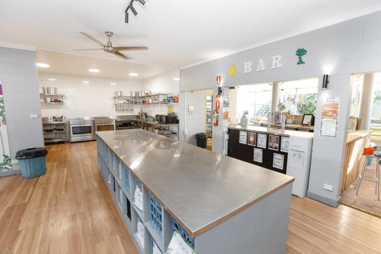 BUDGET BACKPACKERS IN CAIRNS, MAD MONKEY BACKPACKER VILLAGE