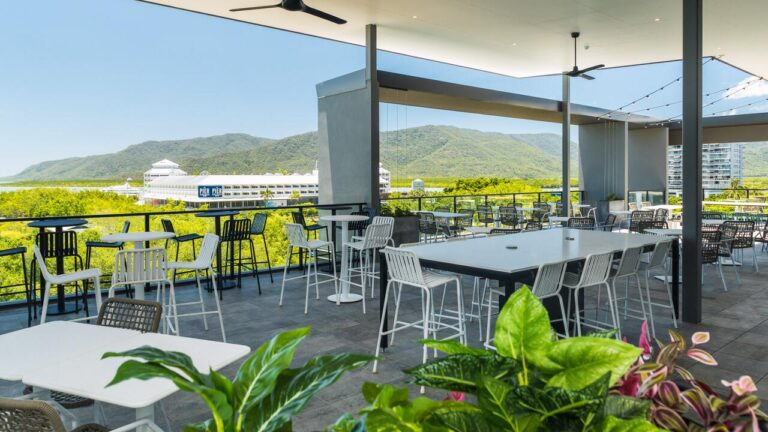 OAKS HOTEL, ONE OF THE BEST HOTELS IN CAIRNS, WHERE TO STAY IN CAIRNS