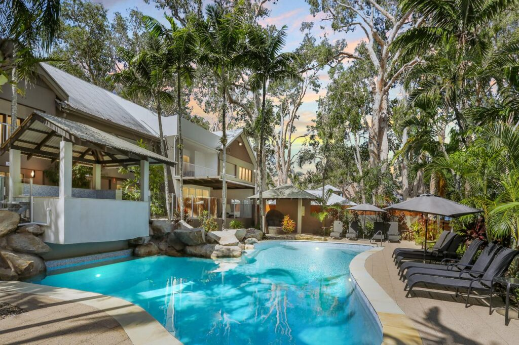 PARADISE ON THE BEACH PALM COVE ACCOMMODATION, WHERE TO STAY IN CAIRNS