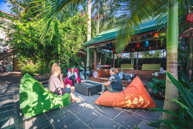 TROPIC DAYS BOUTIQUE HOSTEL CAIRNS, HOTELS NEAR CAIRNS, WHERE TO STAY IN CAIRNS