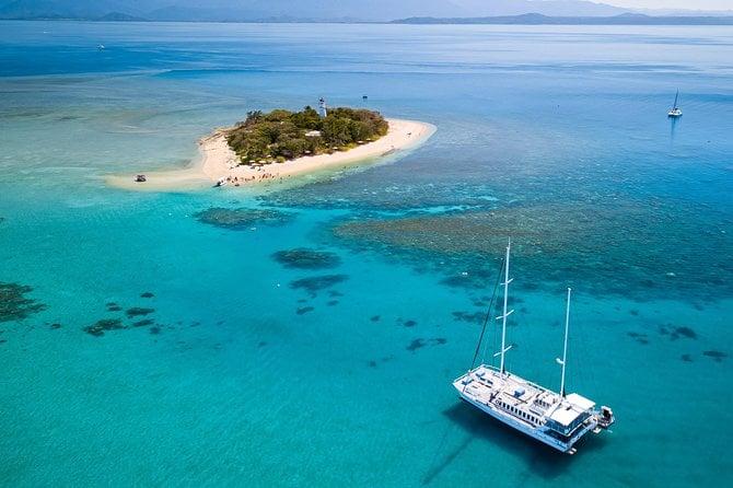 WAVEDANCER ON LOW ISLAND, PORT DOUGLAS