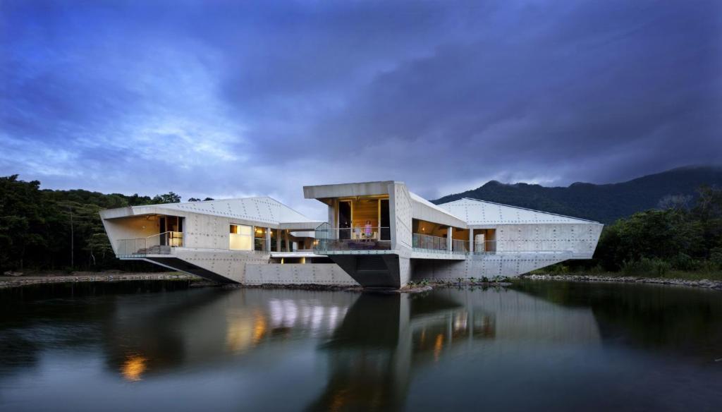 Alkira Luxury Beachfront Rainforest Holiday HouseAccommodation in Cape Tribulation