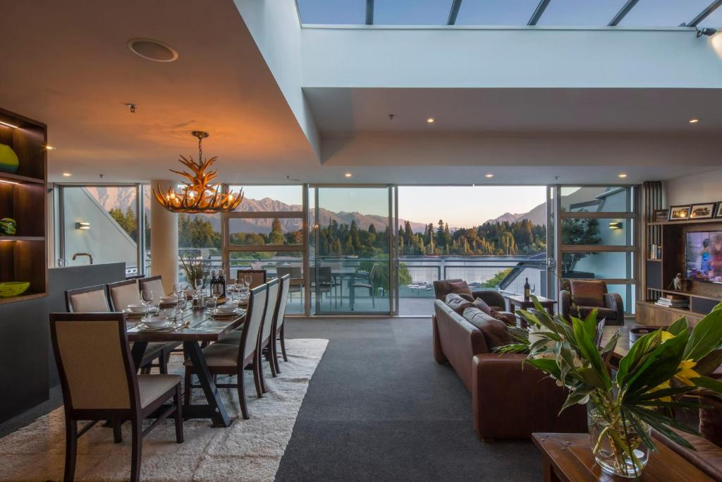 Shotover Penthouse & Spa Queenstown Accommodation New Zealand